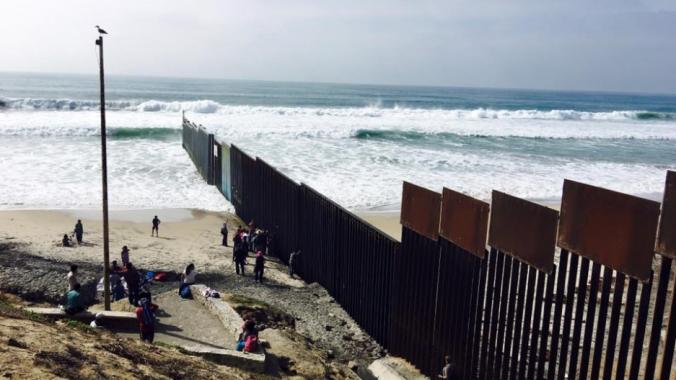 border fence_10153894278755185_6793378657173544232_n