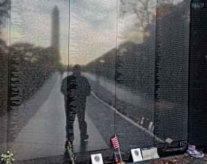 man-paid-tribute-veterans-visiting-vietnam-veterans